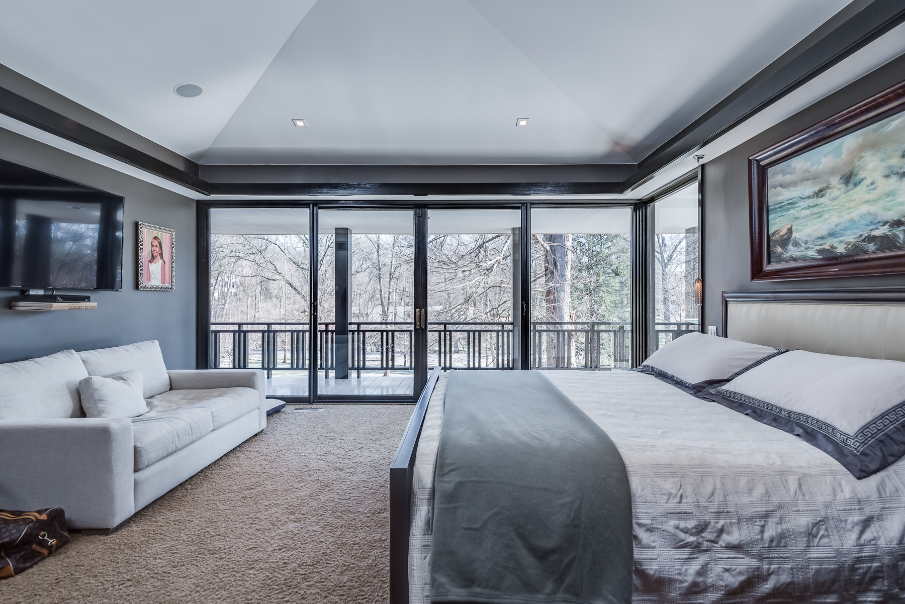 Photographs of a home on Cella Road in Ladue, Missouri for Dielmann Sotheby's International Realty agent Ted Wight