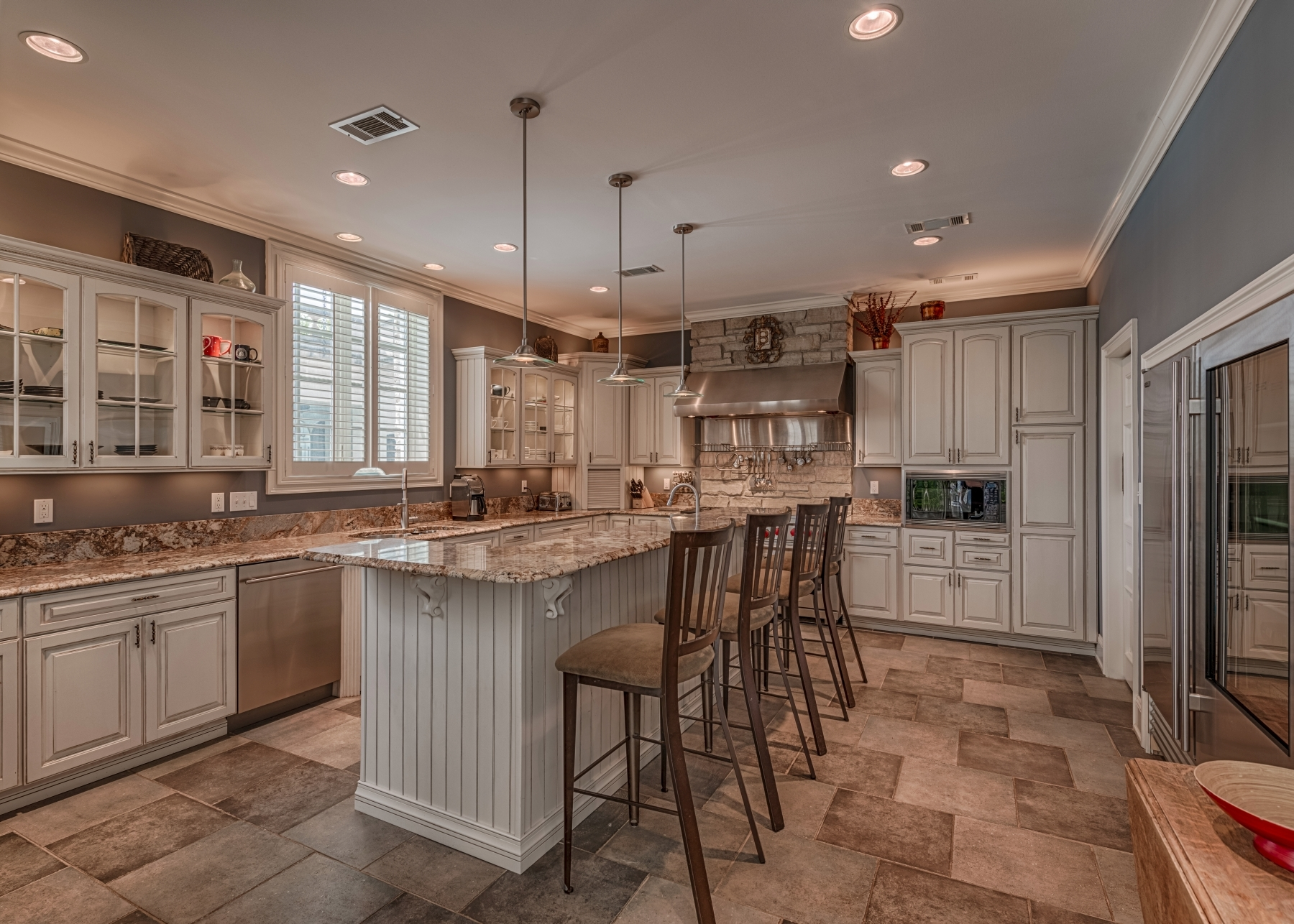 Photographs of a home at 2701 South Lindbergh Boulevard in St. Louis, Missouri for Coldwell-Banker / Gundaker Real Estate Agent Linda Radcliffe
