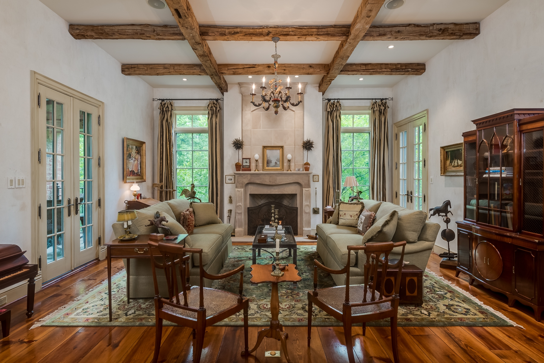 Photographs of a home on Oakleigh Lane in Ladue, Missouri for Dielmann Sotheby's International Realty agent Ted Wight