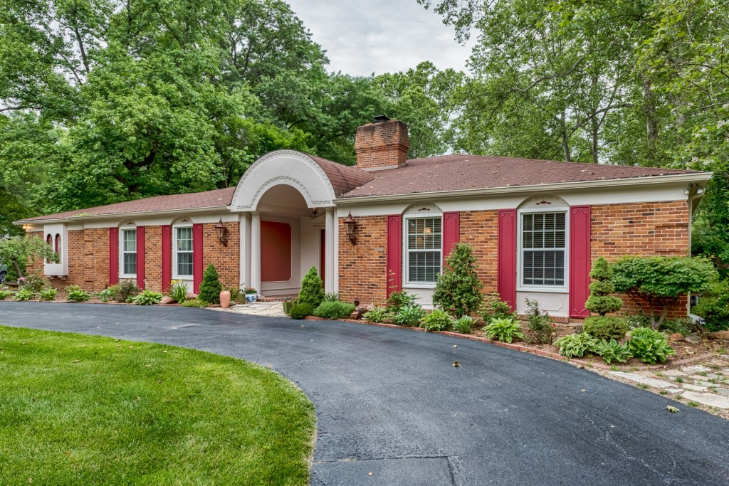Photographs of a home on Dogwood Lane in Ladue, Missouri for Dielmann Sotheby's International Realty agent Ted Wight