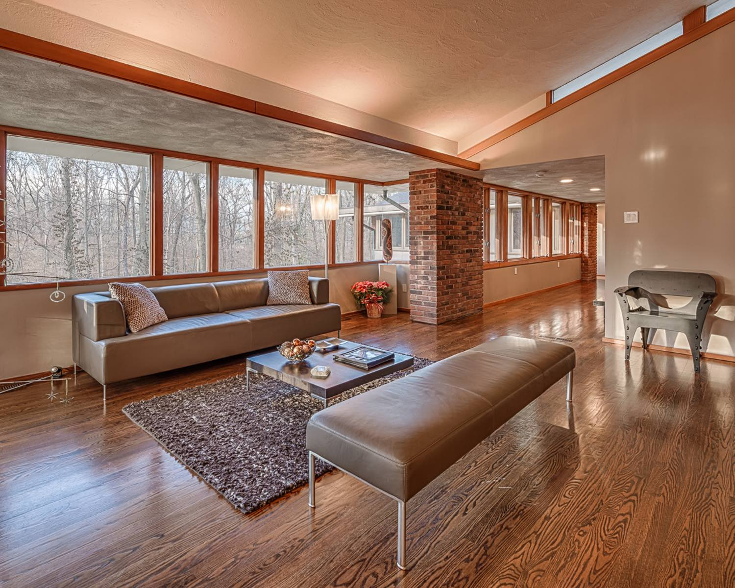 Photographs of a home on Deek Creek Hill in Ladue, Missouri for Dielmann Sotheby's International Realty agent Ted Wight