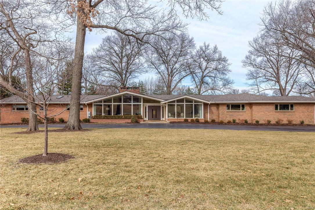 mid century modern ranch on 1 5 acres 5 country estates. Black Bedroom Furniture Sets. Home Design Ideas