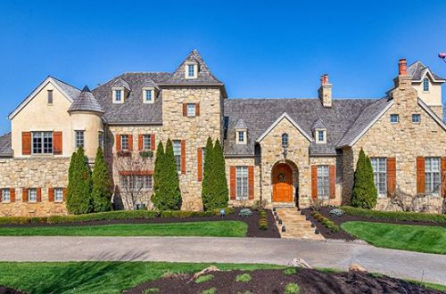 Designed by Dick Busch and built by St. Albans construction, this home is a true marvel of craftsmanship and design | 2271 Talon Court offered at $3,995,000 – from stlouis.style on Instagram