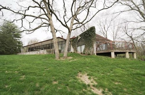 Designed by Bill Bowersox, this contemporary-style home offers views of the outdoors from every room | 6682 Clifton Bluffs now offered at $895,000 – from stlouis.style on Instagram