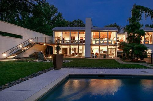 Throwback Thursday: Important Contemporary home built in 2005 by architect Philip Durham | 2 Winding Brook – from stlouis.style on Instagram