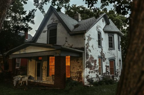 10 Real-Life Haunted Houses in the United States